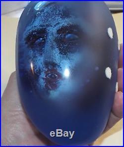 KOSTA BODA 1997 Resting Head Series Sculpture BERTIL VALLIEN Large Blue Glass
