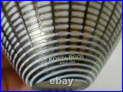 SIGNED KOSTA BODA w IRIDESCENT DOTS ART GLASS VASE SIGNED BERTIL VALLIEN 48437